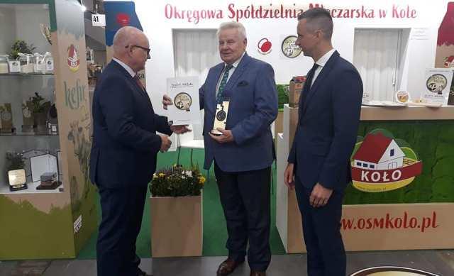 Prezes Czesław Cieślak odebrał Złoty Medal dla naszego Kefiru 1 Litr na MTP POLAGRA
